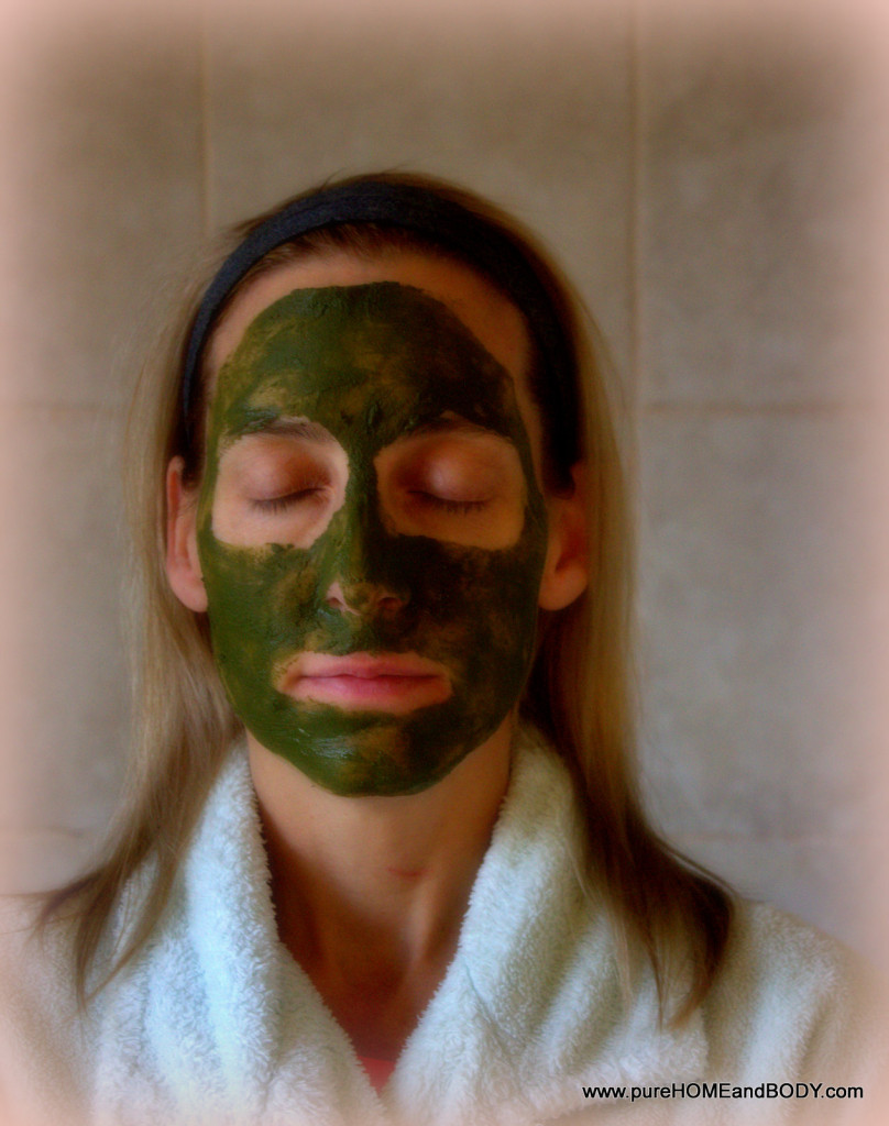 Matcha Green Tea Powder makes an excellent detoxifying facial
